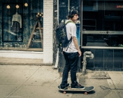 wbMan-Skateboarding